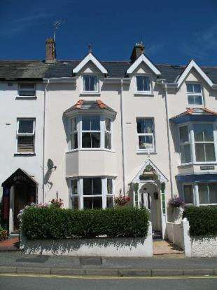 5 Bedrooms Terraced House for sale in Glasfor Terrace, Criccieth, Gwynedd, LL52