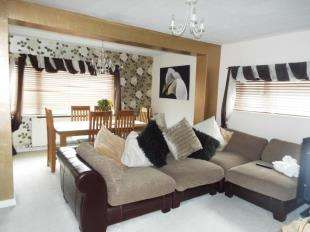 3 Bedrooms Bungalow for sale in Clwyd Gardens, Kinmel Bay, Rhyl, Conwy, LL18