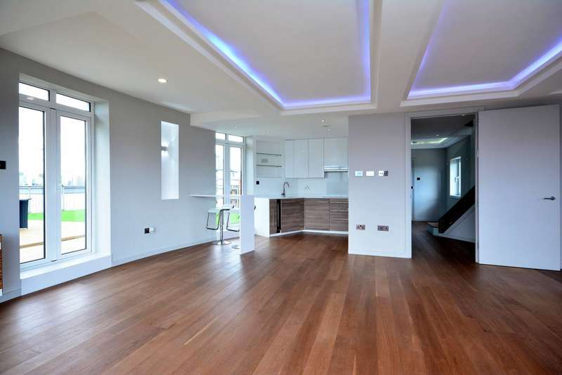 3 Bedrooms Flat for sale in Holland Gardens, Brentford, TW8