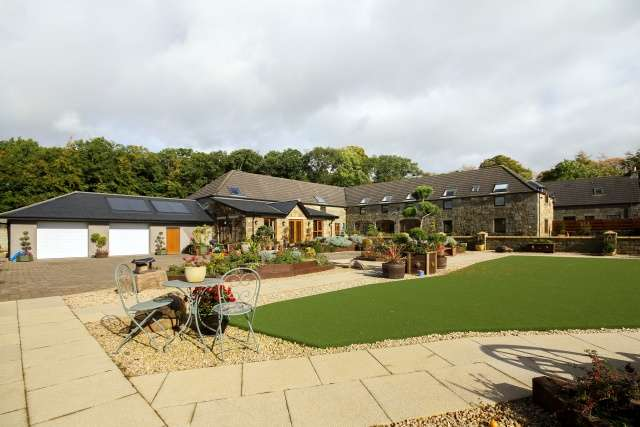 4 Bedrooms Farm House Character Property for sale in Bellfield Park, Kinross, Perthshire, KY13 0NL