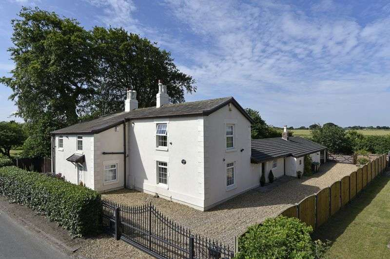 4 Bedrooms Detached House for sale in Butchers Lane, Aughton