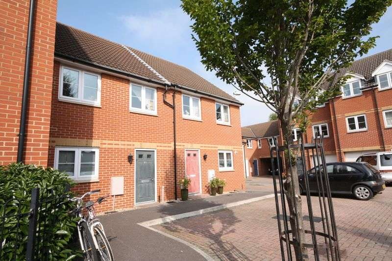 3 Bedrooms Terraced House for sale in Northfield Court, Taunton