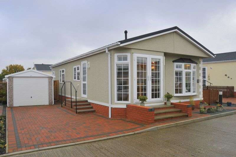 2 Bedrooms Detached Bungalow for sale in Redhill Lane, Thetford