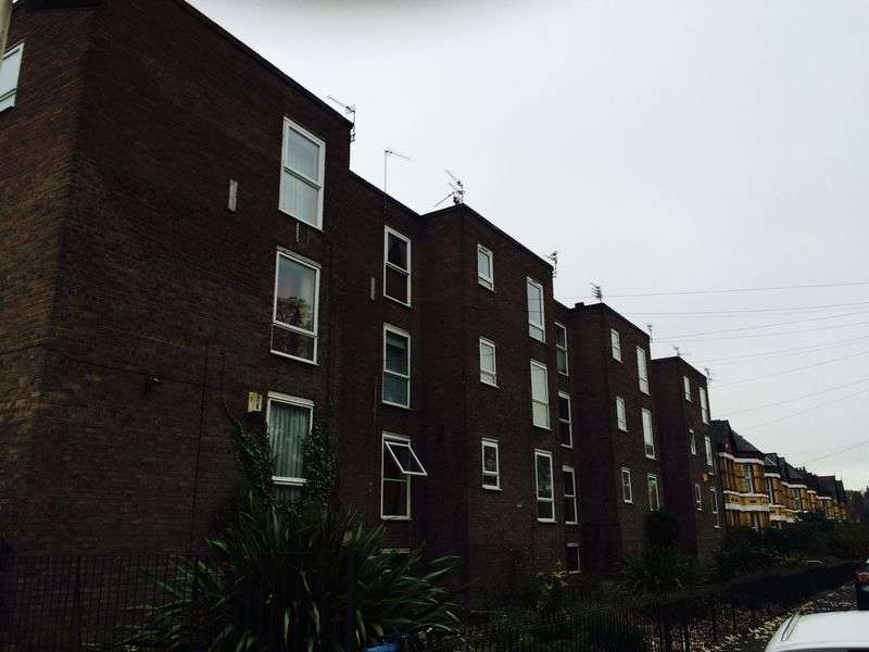 1 Bedroom Flat for sale in Grassendale Court, Liverpool