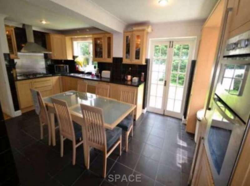 7 Bedrooms Detached House for rent in Lacewood Gardens, Reading, Berkshire, RG2 8JW