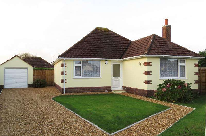 2 Bedrooms Bungalow for sale in 11 Durland Close, NEW MILTON, BH25