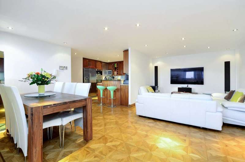 2 Bedrooms Penthouse Flat for sale in Goswell Road, Clerkenwell, EC1V