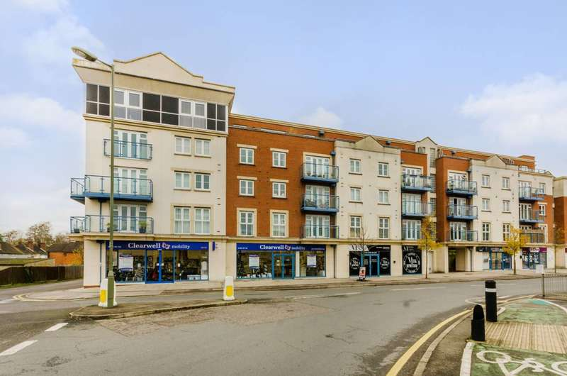 2 Bedrooms Flat for sale in Metro Apartments, Woking, GU21