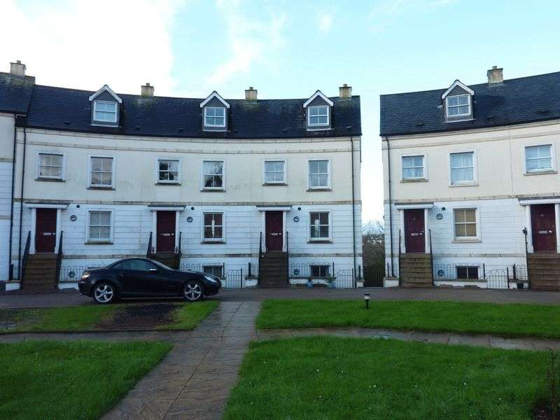 3 Bedrooms Terraced House for sale in Royffe Way, Bodmin