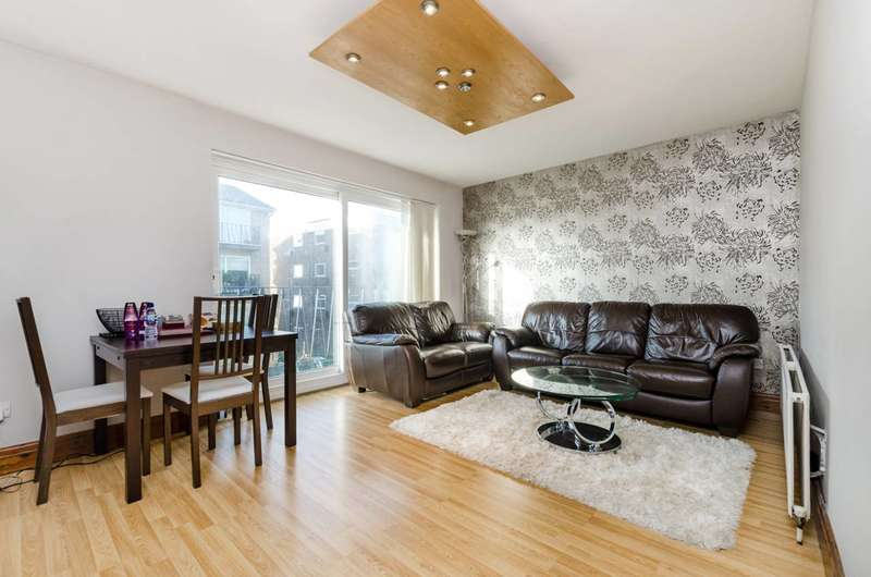2 Bedrooms Flat for sale in Park Road, East Barnet, EN4