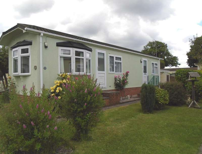 2 Bedrooms Bungalow for sale in Wheatfields Park, Callow End, Worcester, WR2
