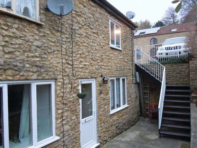 2 Bedrooms Terraced House for sale in Silk Path, Crewkerne