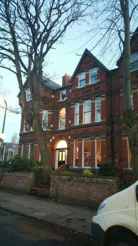 2 Bedrooms Flat for sale in Ivanhoe Road, Aigburth, Liverpool, Merseyside, L17