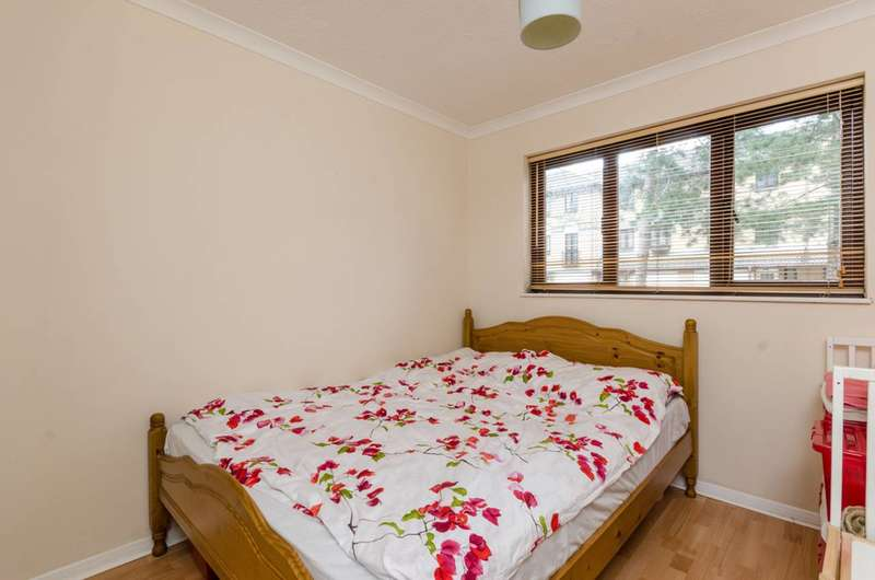 1 Bedroom Flat for sale in Transom Square, Isle Of Dogs, E14