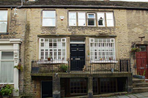 3 Bedrooms Property for sale in King Street, Delph