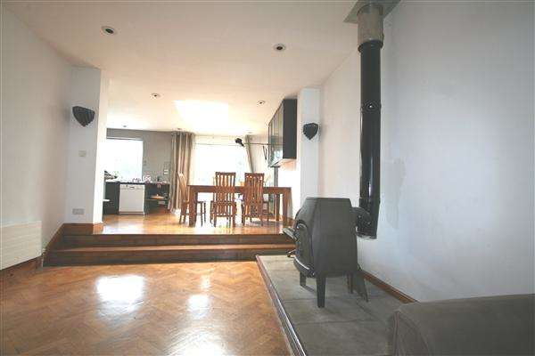 4 Bedrooms Semi Detached House for sale in Wessex Gardens Nw11, Golders Green