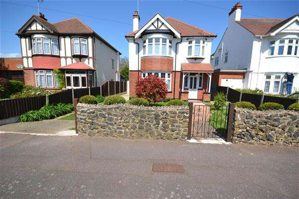 3 Bedrooms Detached House for sale in Capri George Street Shoeburyness, Southend on Sea