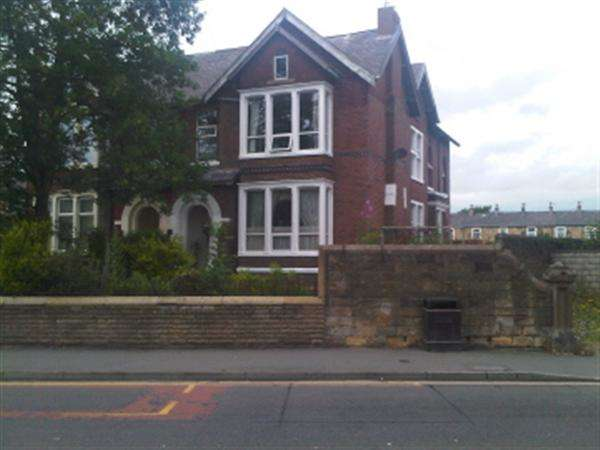 7 Bedrooms Semi Detached House for sale in Colne Road, Burnley