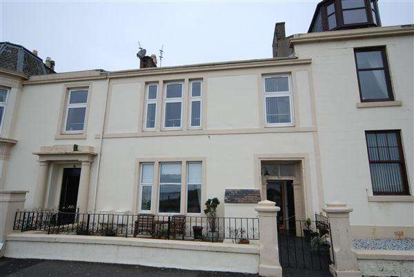 3 Bedrooms Apartment Flat for sale in Arran Place, Ardrossan