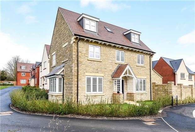4 Bedrooms Detached House for sale in Armstrong Road, Stoke Orchard, Glos, GL52 7SB
