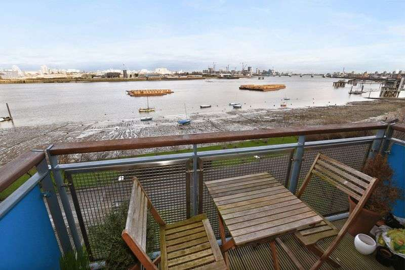 2 Bedrooms Flat for sale in Spacious, two bedroom riverside apartment with balcony and car parking space, SE10