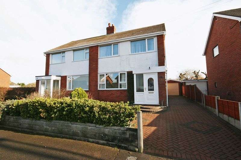 4 Bedrooms Semi Detached House for sale in Lawnswood Avenue, Poulton-Le-Fylde