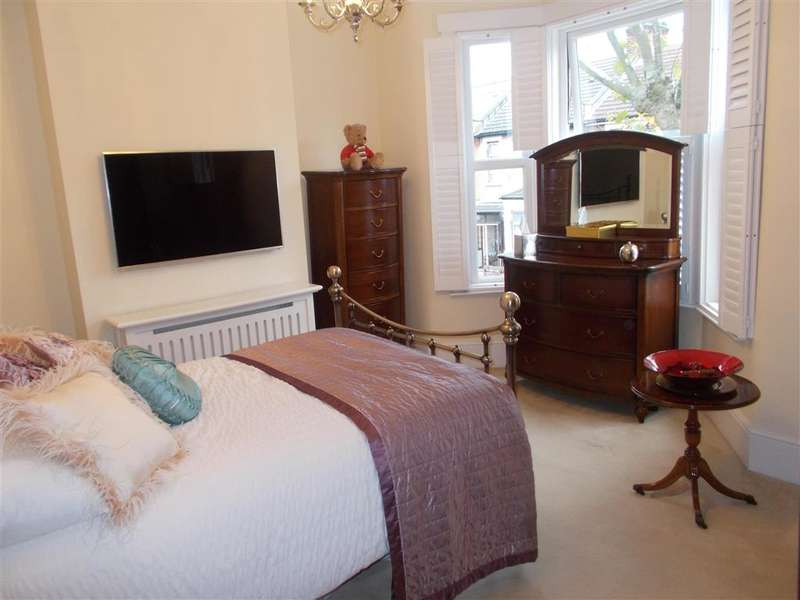3 Bedrooms Terraced House for sale in Ruskin Avenue, Manor Park