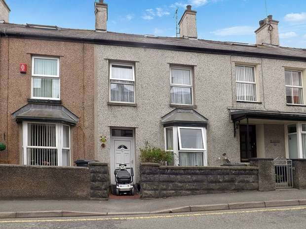 3 Bedrooms Terraced House for sale in Mountain View, HOLYHEAD, Anglesey