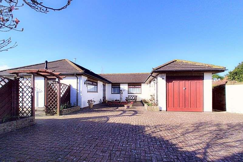 3 Bedrooms Detached Bungalow for sale in Highgate Drive, Bognor Regis PO21