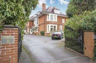2 Bedrooms Flat for sale in 11 Milner Road, Bournemouth, Dorset