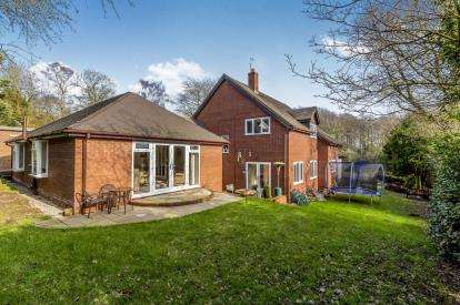 4 Bedrooms Detached House for sale in Common Lane, Whitmore, Newcastle, Staffordshire