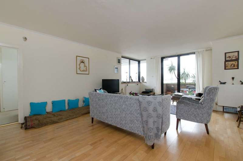 2 Bedrooms Flat for sale in Waterside Point, Battersea Park, SW11