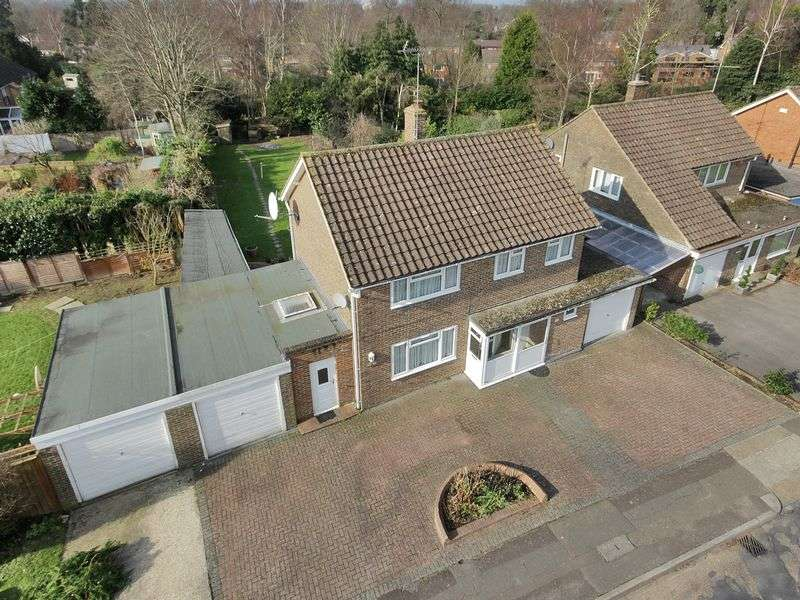 4 Bedrooms Detached House for sale in Woodlands, Pound Hill, Crawley, West Sussex