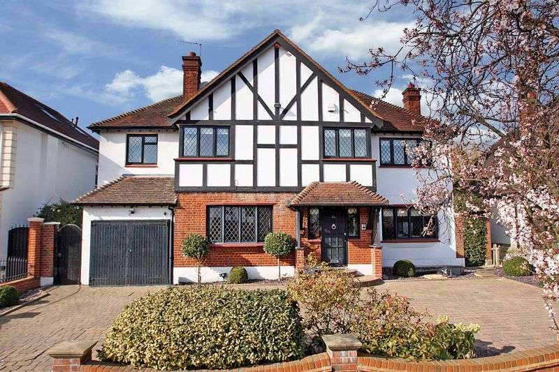 4 Bedrooms Detached House for sale in Daleside Gardens, Chigwell