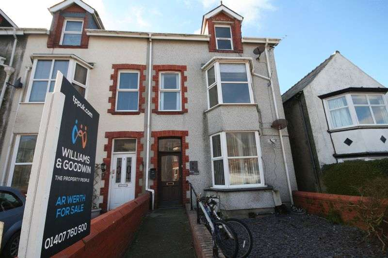 3 Bedrooms Flat for sale in Bryn Goleu Avenue North, Holyhead, Angelsey