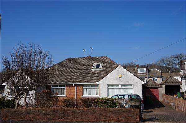 2 Bedrooms Bungalow for sale in Clos William, Rhiwbina, Cardiff