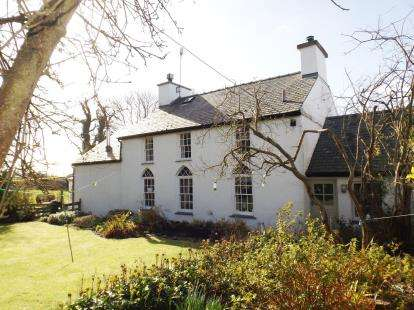 3 Bedrooms Detached House for sale in Pentre Berw, Anglesey, Sir Ynys Mon, LL60