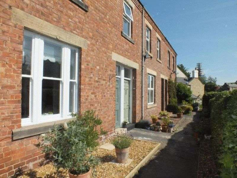 3 Bedrooms Flat for sale in Auburn Place, Morpeth - Three Bedroom Maisonette