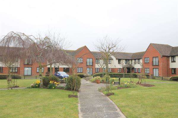 2 Bedrooms Apartment Flat for sale in Priory Park, St Osyth