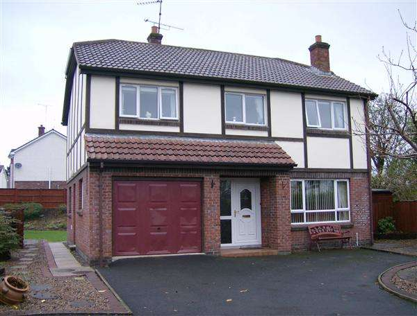 4 Bedrooms Detached House for sale in 16 The Everglades