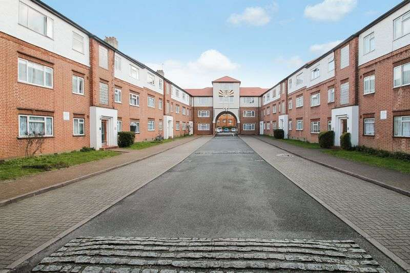 2 Bedrooms Flat for sale in Lady Margaret Road, Southall