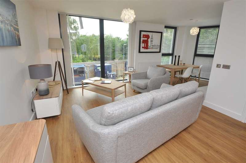 2 Bedrooms Apartment Flat for sale in Essex Riverside, Chelmsford