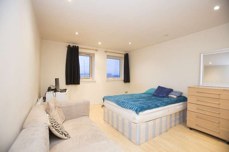 2 Bedrooms Flat for sale in 32-66 high street, London, London, E15