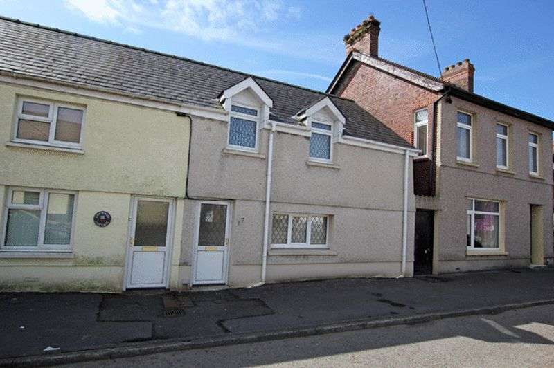 3 Bedrooms Terraced House for sale in ABERGWILI, CARMARTHEN