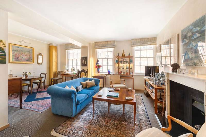 2 Bedrooms Flat for sale in Cranmer Court, Whiteheads Grove, London, SW3