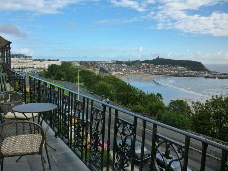 3 Bedrooms Flat for sale in Esplanade, Scarborough