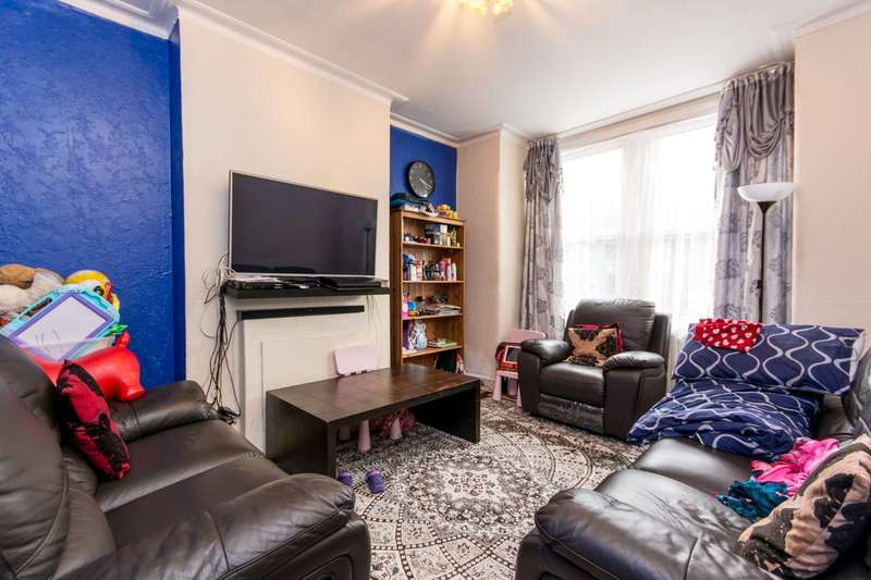 2 Bedrooms Flat for sale in Deacon Road, Willesden Green, NW2