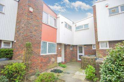 3 Bedrooms House for sale in Arran Court, Cherry Close, Colindale, London