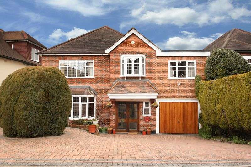4 Bedrooms Detached House for sale in Tycehurst Hill, Loughton