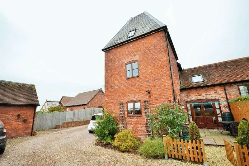 3 Bedrooms Terraced House for sale in 6 Lineage Court, Burford Offers in the Region of 282,250